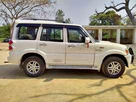 Mahindra Scorpio Getaway 2013 Diesel 85000 Km Driven top model.