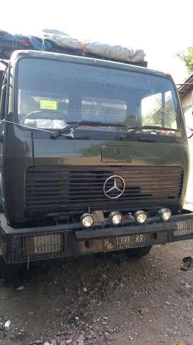 Truk Mercedez Benz