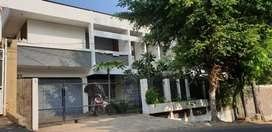 Rumah di Tengah Kota serasa Villa
