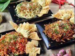 Karyawan Mie Nyinyir (Operator Produksi, Cook Helper, Waiter/Waitress)