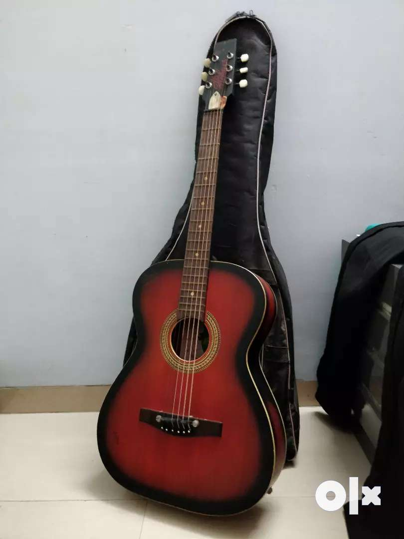 ACOUSTIC GUITAR WITH COVER AND PLECTRUM 0
