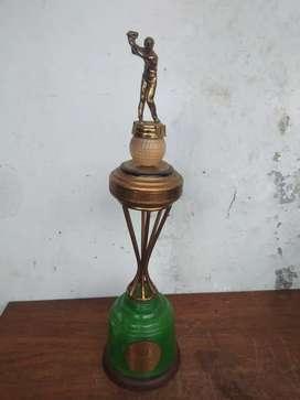 Piala golef jadul unik
