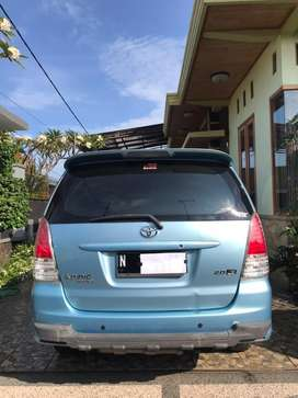 Toyota Innova G / bensin/manual/Biru metalic.