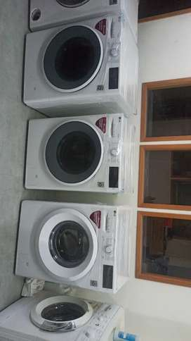Washing machine factory pieces with body scratch only. Perfect working
