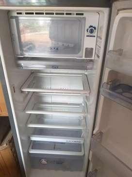 Refrigerator whirlpool