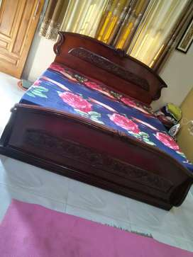 Double bed and dressing table at discounted price