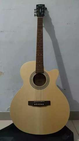 Gitar Cort baru sebulan pemakaian 1,4 juta