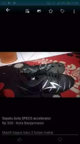 Sepatu bola specs