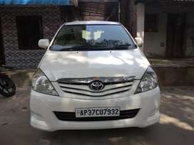 Toyota Innova 2.5G version