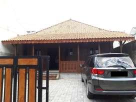 Dijual / Dikontrakan Rumah Kayu Jati dekat Jalan Damai Kampus UII UGM