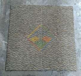 KARPET TILE 50cm x 50cm (SECOND TERJAMIN)