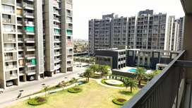 3bhk flat with servant Room available in Apollo DB City call me