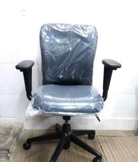 Office rolling chairs 100 nos available