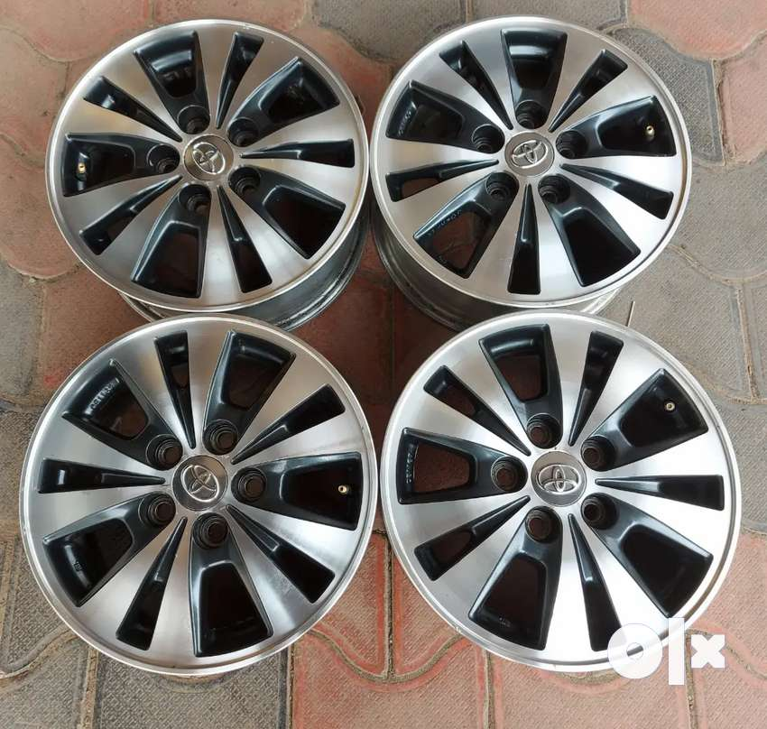 Innova Type 4 original 4  alloys with nut for sale 0