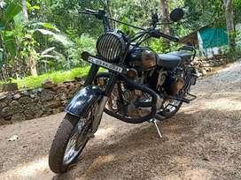 Urgent sale. classic 350 2016 9800km,new full  insurance, battery .