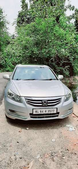 Honda accord new type  with sunroof no replace  gdcontition