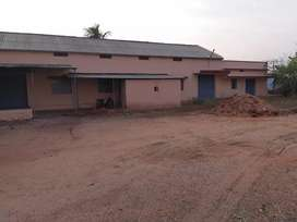 House with Industrial/Warehouse building available for rent in Musiri.