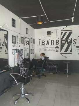 Dicari capster lakilaki untuk barbershop