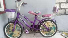 Sepeda anak nganggur