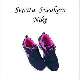 Sepatu Sneakers Nike 018
