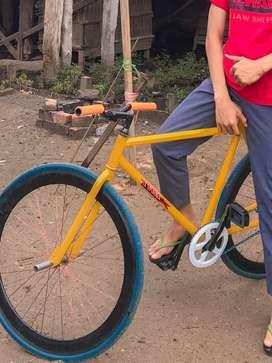 Di jual sepeda fixie mulus 100%