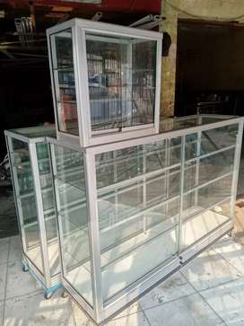 jual etalase lemari kaca 1,5 x 1 m garansi barang baru