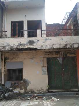 40 YARD PARK FACING HOUSE 15 LAC (K BLOCK SHASTRI NAGAR)