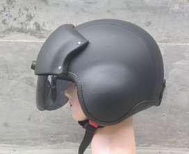 Ready helm pilot hitam polos