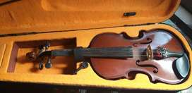 Violin not used much in neat condition