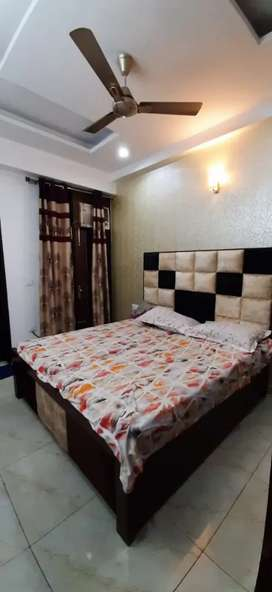 Preoccupied single and double sharing flats available near by noida 62