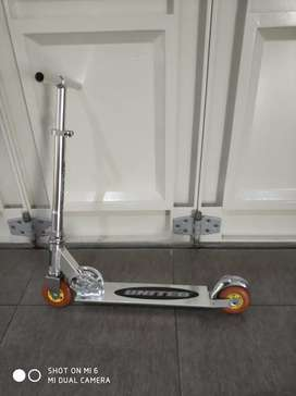 Scooter lipat Aluminium merek United kuat dan kokoh