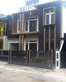 Hunian mewah  3 Lantai dekat kota wisata CIPANAS Garut