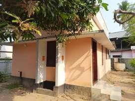 House for lease.5,00,000at kallumthazham.