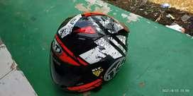Helm kyt R10 kondisi seperti baru