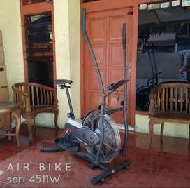 Peralatan FITNES Sepeda statis Air bike 4511w bc yrsjkhn865