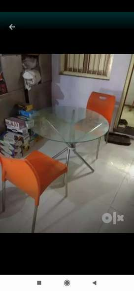 Glass diningtable with 2 chair only few months use 95% condition