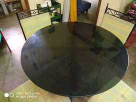 Round 4 seater Dining table for sell