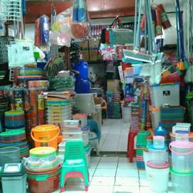 Karyawan toko perabotan