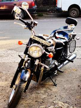 865 cc Triumph Bonneville (PRACTICALLY NEW)