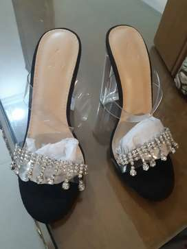 Brand new imported black heels 36 size.