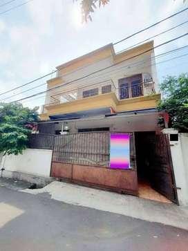 Rumah 2 Lantai dengan Luas Tanah 141 Meter di Kavling Cawang Jakarta