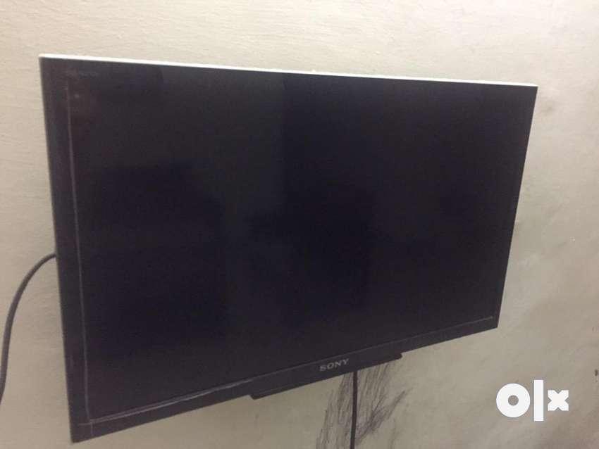 Sony Bravia 21 inch TV set 0