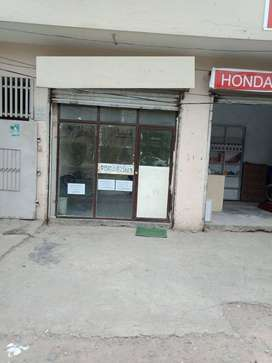 shop for rent very rushi area in lahore suitable for any setup 25000