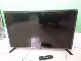 Tv led SHARP 32 inch 2 bln pakai