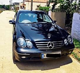 Mercedez Benz classic 180, 2003 model,