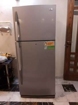Imported LG fridge 18 feet in good working condition