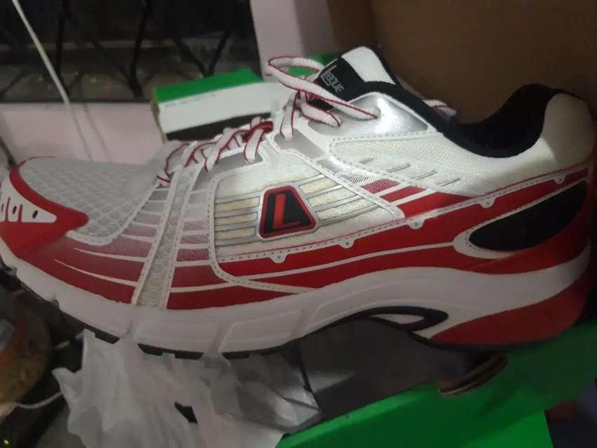 Sepatu league murah