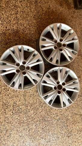 Original Toyota Innova crysta 17 inch alloy wheels used (Negotiable)