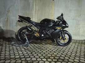 Yamaha R1 legal