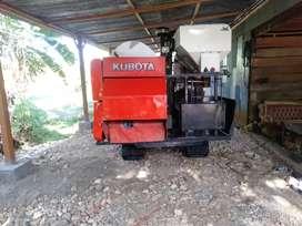 Pemotong padi kubota dc 60
